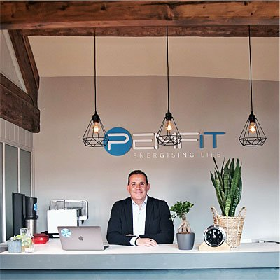 Pete-Marroni-Under-Lights-at-PEMFiT-Studio-Reception-Lancaster